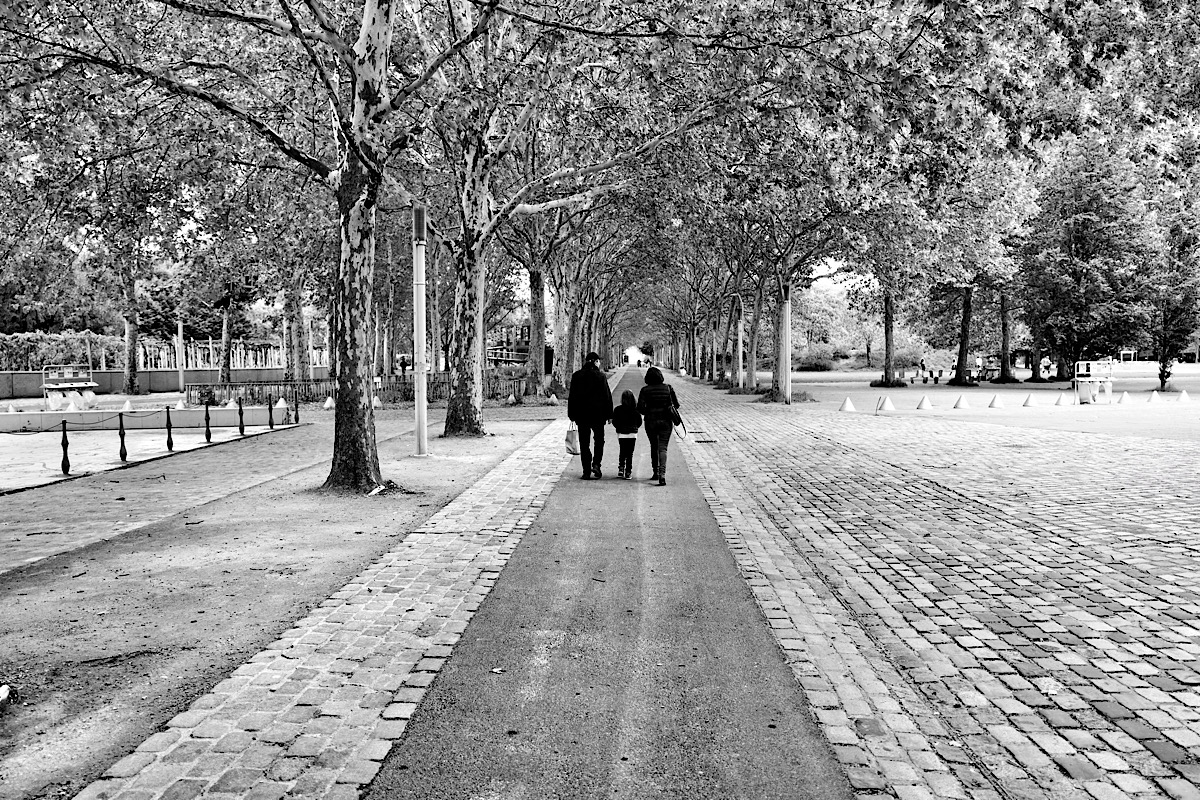 Perspective street photography in Paris